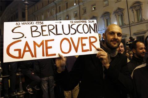 Berlusconi a demisionat