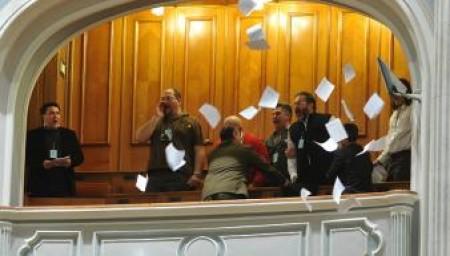 Astazi in Parlamentul Romaniei lui Basescu i s-a cerut demisia