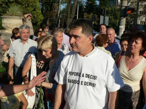 Poporul a decis Basescu e demis