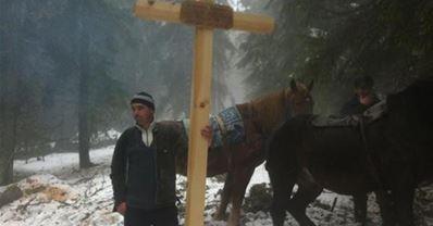 cruce pentru mortii din accidentul aviatic Apuseni